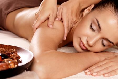 BEST OF 2015 - Een anti-stress massage met verwarmde oliën bij Scent of Bali in de Pijp